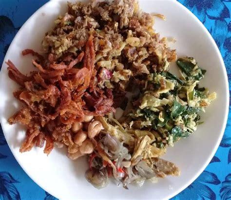lawar kuwir kuliner favorit khas bali  daging bebek
