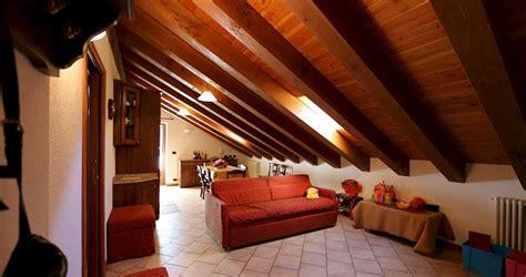 come arredare una mansarda in legno casa moderna roma italy mansarda arredare