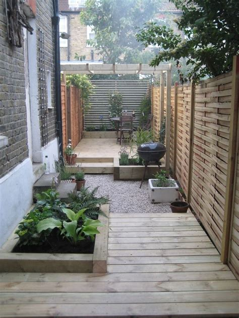 Small Narrow Backyard Ideas 25 Best Ideas About Narrow Garden On Small Courtyards Small Gardens And Tiny