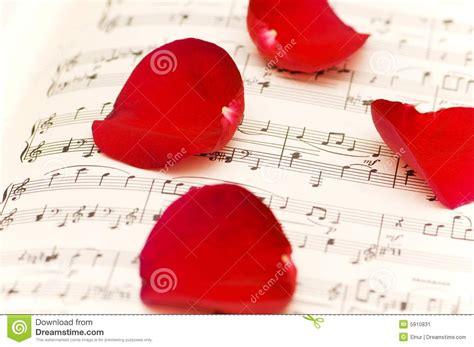 imagenes de rosas musicales p 233 talos color de rosa rojos en notas musicales imagen de