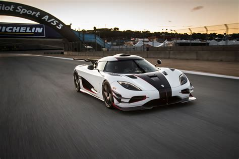 koenigsegg top speed top 50 supercars listed by top speed top 10 lists