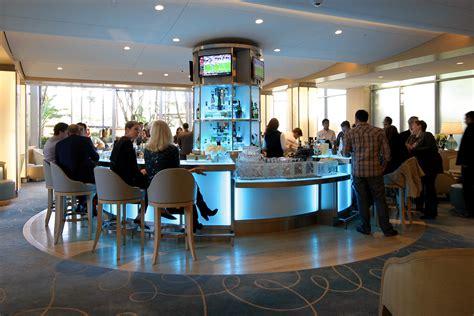 circle design aqua lounge  fashion island hotel