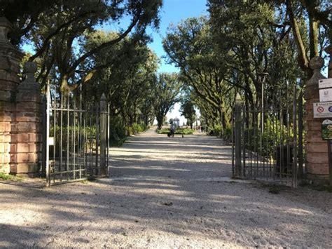 perugia giardini frontone statue dei giardini frontone perugia foto di
