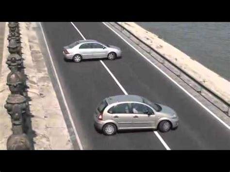donna al volante pericolo incredibile divertente donna al volante pericolo