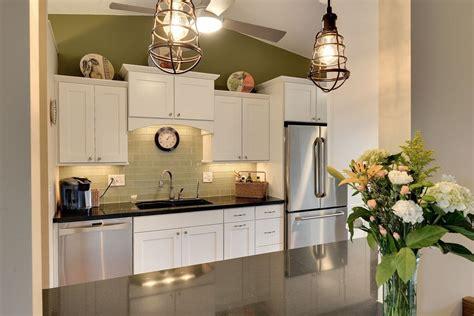 white shaker cabinets with quartz countertops white shaker cabinets discount trendy in ny