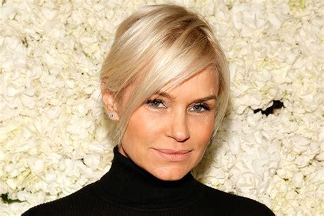 see yolanda fosters new short haircut by jennifer aniston yolanda hadid hints at what caused david foster divorce