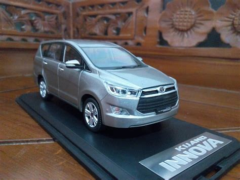 Replika Toyota Innova new kijang innova 2016 miniatur diecast mobil toyota diecast mobil jual mainan diecast