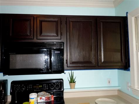 gel stain on kitchen cabinets how to gel stain your kitchen cabinets