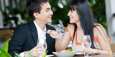 inilah cara mudah membuat wanita jatuh cinta ngegosip com relationship senyum wanita membuat pria mudah jatuh cinta