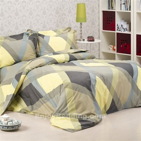 How Much Is A Comforter by 241 Best Images About Bedding Comforter Sets On