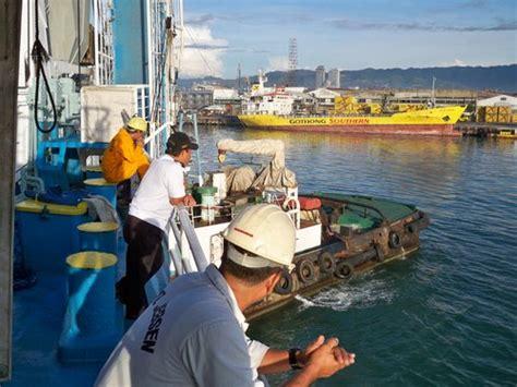 tugboat philippines tugboat with cebu ferry dutchpickle