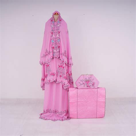 Syahrini Pink 4 db syahrini pink merah belimukena