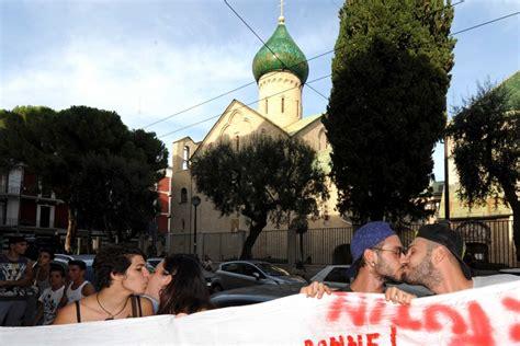 consolato russo bari foto chiesa russa il global in contro la legge