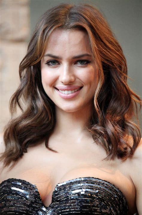 Shoulder Length Wavy Hairstyles by Irina Shayk Shoulder Length Wavy Hairstyle Styles Weekly