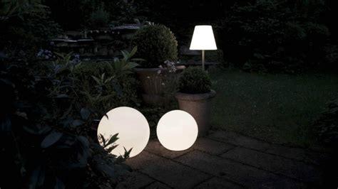 illuminazione giardini privati westwing lioni da giardino per illuminare gli spazi