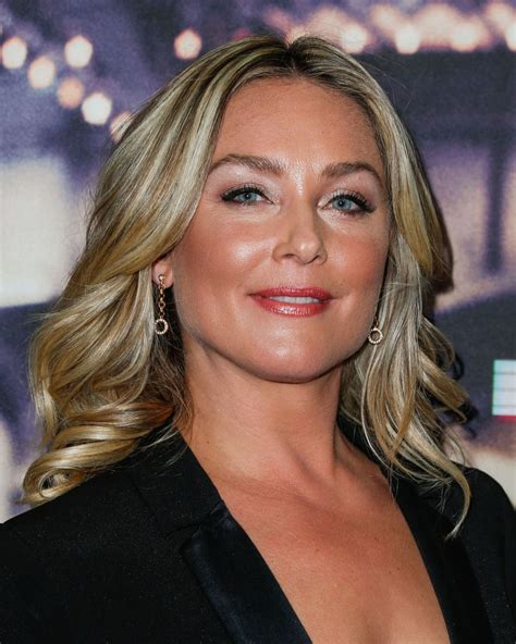 elisabeth röhm elisabeth rohm live from new york premiere in los angeles