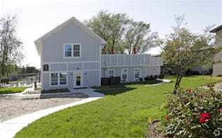 2 Bedroom Apartments In Champaign Il gramercy park apartments rentals champaign il
