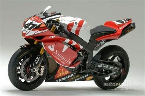 spezielles helmdesign f 252 r valentino rossi yamaha factory new cars bikes yamaha yzf r1 superbike colors