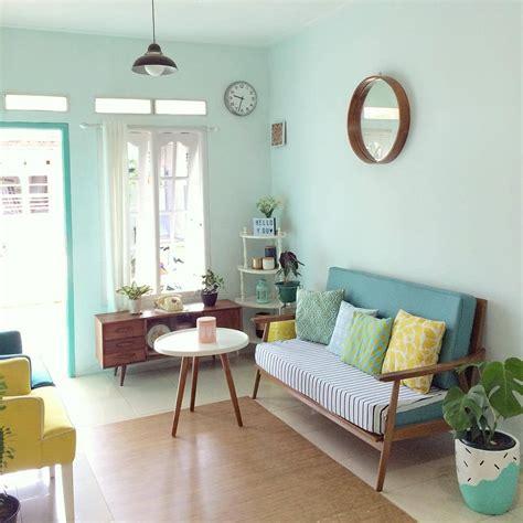 cara membuat lu hias ruang tamu foto desain lemari kaca cara mengatur dekorasi ruang tamu rumah kecil agar terasa