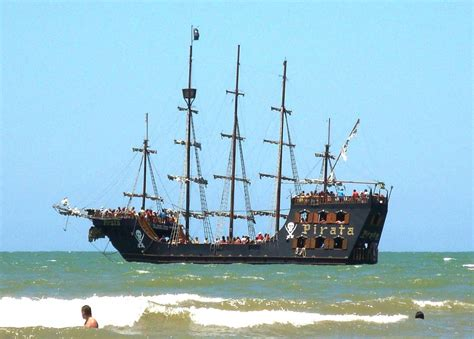 barco pirata camburiu panoramio photo of barco pirata balne 225 rio camboriu