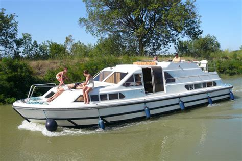 le boat charter boat le boat royal classique powerboat for rent