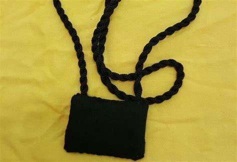 Kalung Dari Kristik hukum gantungkan kalung jimat atau suwuk di tubuh anak