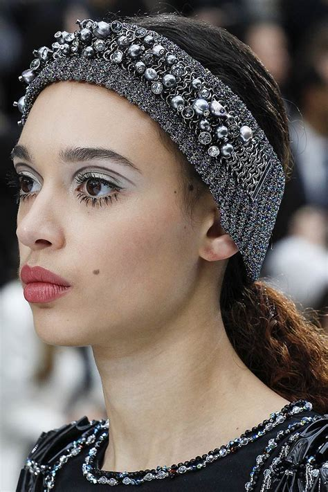 whats trending in hair jewelry 10 latest hair accessory trends for fall winter 2017