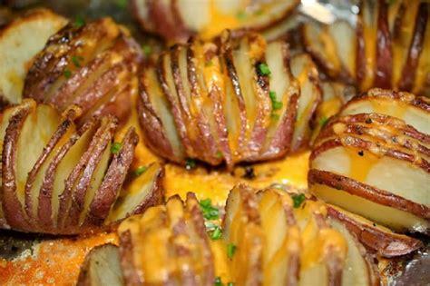 cuisiner des pommes de terre 4 fa 231 ons de cuisiner les pommes de terre au four