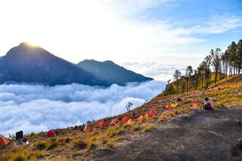 Stiker Taman Nasional Gunung Rinjani cuaca ekstrem jalur pendakian gunung rinjani ditutup reservasi travel