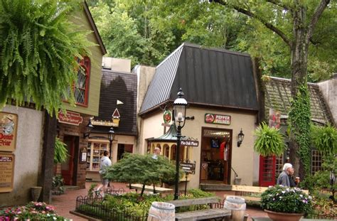 gatlinburg pigeon forge vacations 100 things to do in