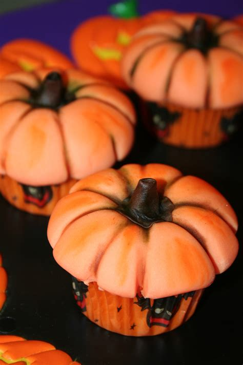 Pumpkin Decorated Cupcakes by Pumpkin Cupcakes Cakecentral