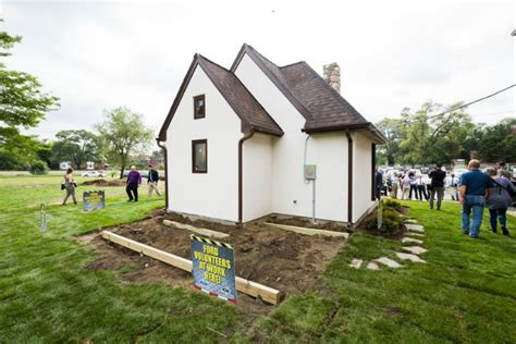tiny houses give low income detroit residents a shot at detroit builds first of several tiny houses for low income