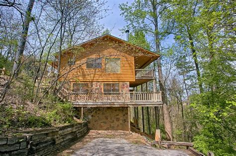 4 bedroom cabins in pigeon forge tn dogwood retreat 4 bedroom luxury cabin in pigeon forge