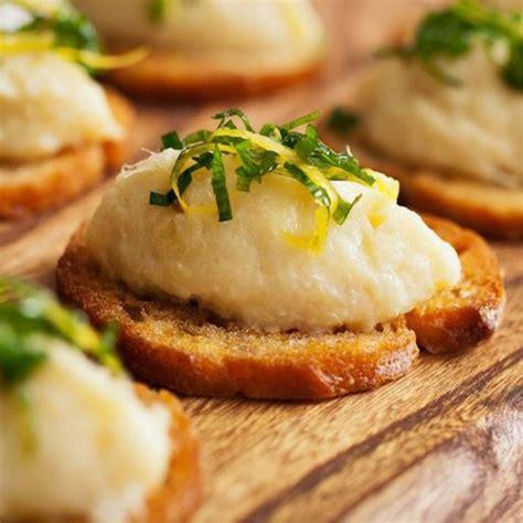 baccal 224 al profumo di mousse di baccal 224 su crostino di baguette all aglio