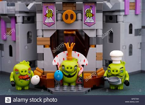 Lego Angry Birds King Pig lego angry birds king pig with blue egg chef pig with