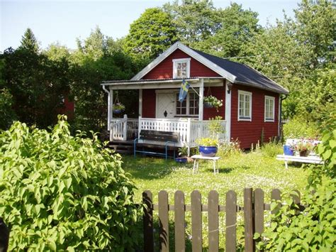 red homes file swedish red house jpg wikimedia commons