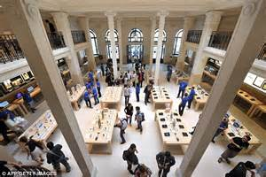 apple store paris apple store in paris robbed of more than 163 1 million worth of i gadgets daily mail online