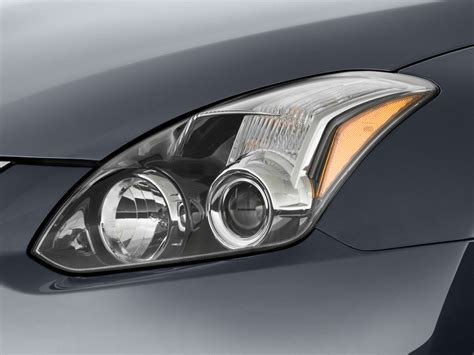 nissan headlights image 2010 nissan altima 2 door coupe i4 cvt 2 5 s