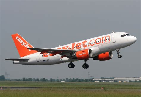 Easy Jr easyjet a 319 111 g ezek beim start in berlin sch 246 nefeld