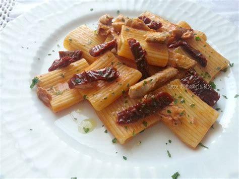 alimenti consentiti ai celiaci pasta con sgombro e pomodori secchi latte di mandorla