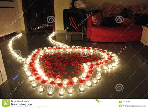 Nur Home Decor Rosen Blumenblattherzweg Mit Kerzen Stockfoto Bild 63645469