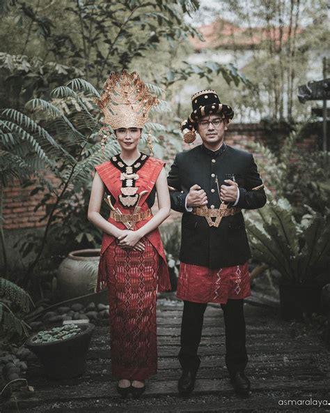 Pre Order Gantungan Kunci Pakaian Adat 15 Foto Prewedding Sakral Dengan Pakaian Adat Indonesia