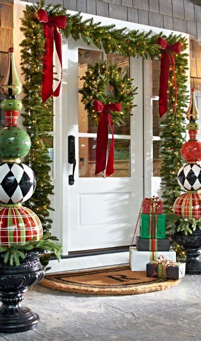 evergreen home decor 38 welcoming christmas front porch d 233 cor ideas digsdigs