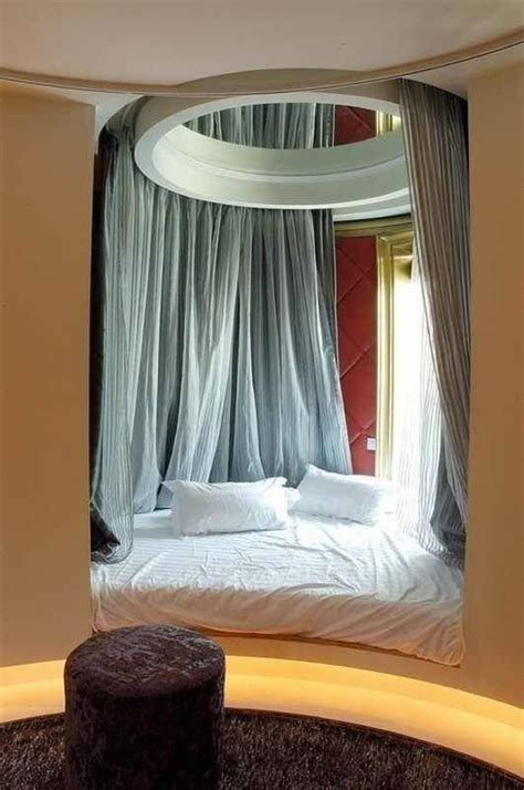 Ideas For Bedside Reading L Design 25 Best Ideas About Cool Beds On Closet Bed Closet And Bed Storage