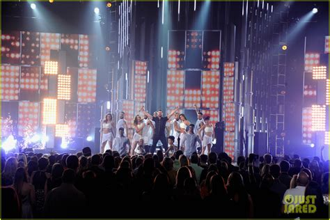 house music billboard ricky martin brings the house down with vida performance at billboard music awards