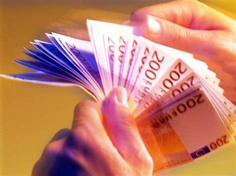 Versamenti In Contanti In Banca by Tassa Sui Versamenti Dei Contanti In Banca 232 Giallo Nel