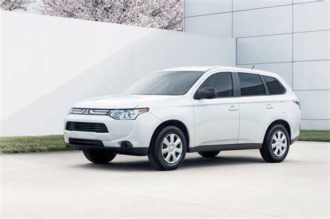 mitsubishi india mitsubishi to launch a 2014 outlander pajero sport