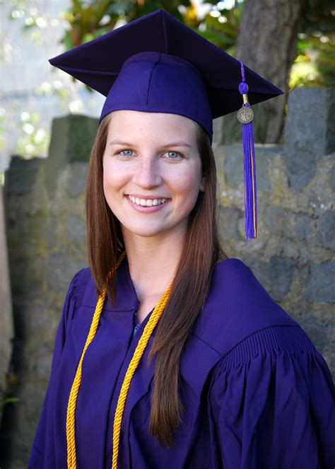 hairstyles to wear under graduation cap graduation hairstyles with cap and gown www pixshark com