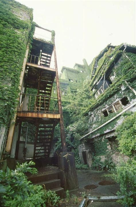 abandoned places to explore 10 of the world s most scariest places to visit hashima