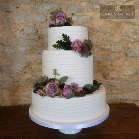 Wedding Cake Kit by Cakes By Kit In Northtonshire Wedding Cakes Hitched